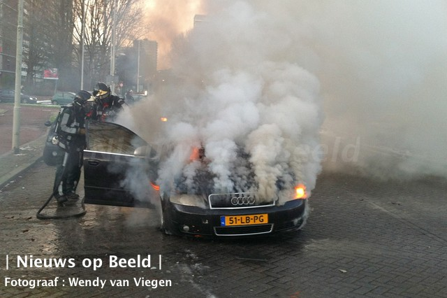 Audi brand geheel uit in Rotterdam Ommoord