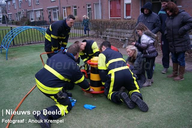 Kind komt vast te zitten aan speeltoestel Herenpad Delft