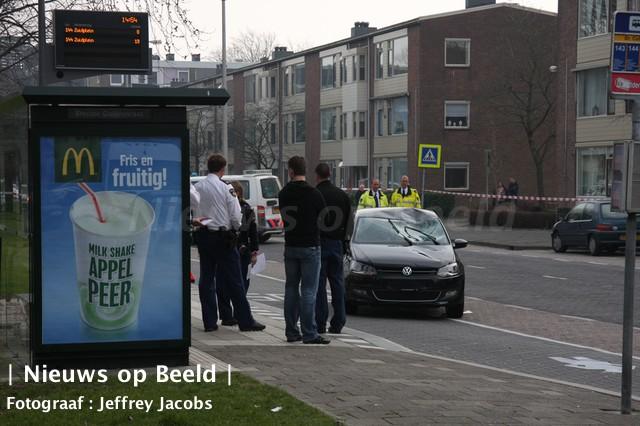 Fietsster zwaargewond na aanrijding Koninginneweg Ridderkerk (video)