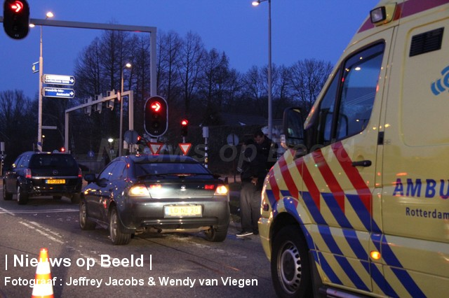 Veel schade na kop-staart botsing Populierenlaan Ridderkerk