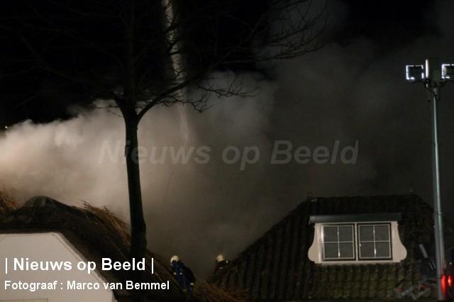 Zeer grote brand in woonboerderij met rieten kap Rijndijk Hazerswoude