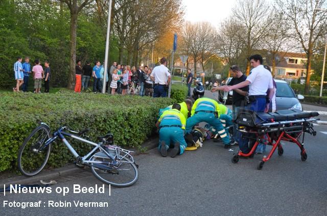 Fietser gewond na aanrijding met automobilist Rembrandtstraat Oud Beijerland