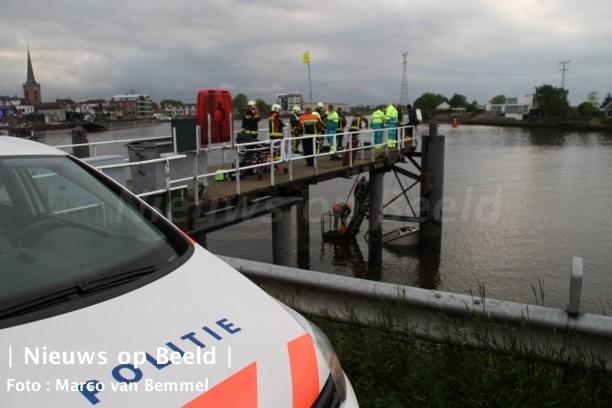 Paniek om gezonken bootje IJsseldijk-Noord Ouderkerk aan den IJssel