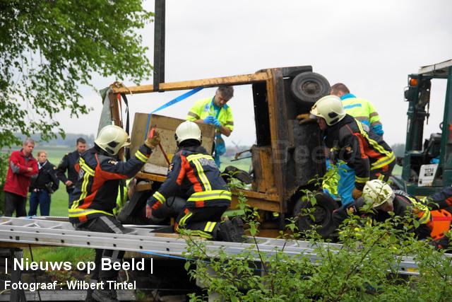 Man bekneld onder heftruck Dorpsstraat Hazerswoude-Dorp