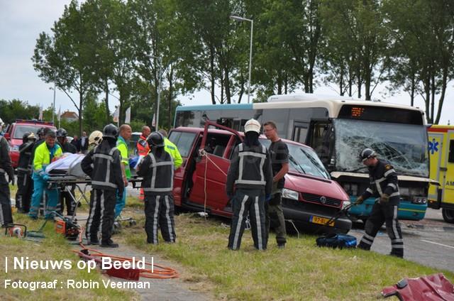 Echtpaar zwaargewond bij ongeval met lijnbus Voorweg Hellevoetsluis