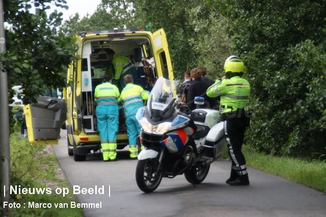 Bestuurder scooter (75) zwaargewond na ongeval Schenkel Berkenwoude