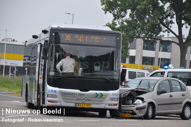 Ongeval tussen lijnbus en auto Sportlaan Spijkenisse