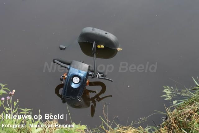 Hulpdiensten zoeken naar te water geraakte vrouw Bergweg Stolwijk