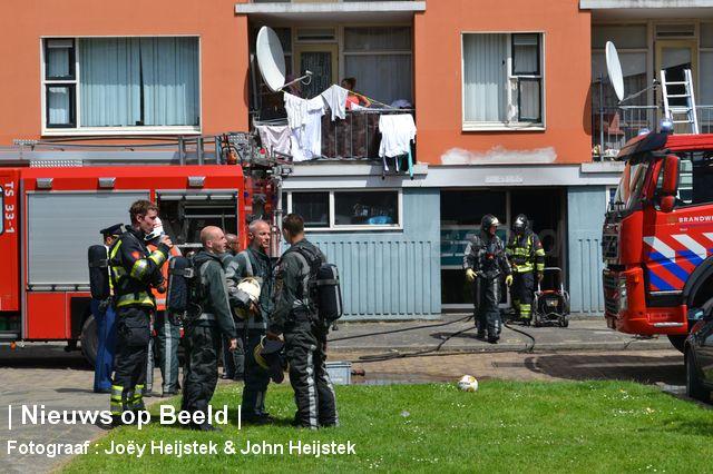 Gewonde na brandende scooter in portiek Valkenhof Capelle aan den IJssel