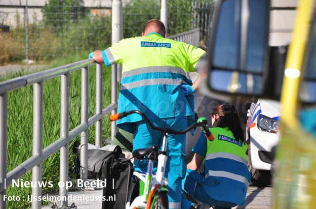 Vrouw loopt hoofdwond op na ongeval met scooter Bergambachtstraat Rotterdam