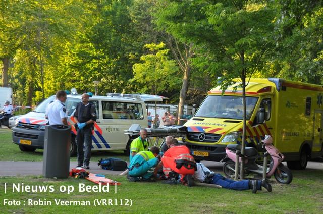 Bestuurder zonder helm zwaargewond na val met scooter Burgenpad Rotterdam