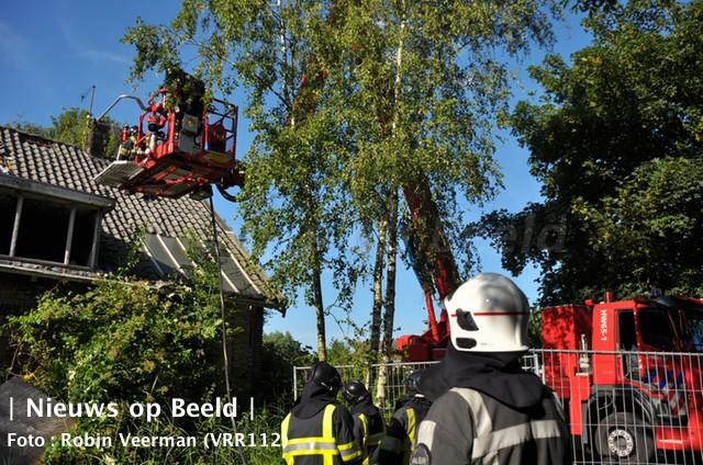 Brand in dak oude boerderij Slotvalkensteinsedijk Poortugaal