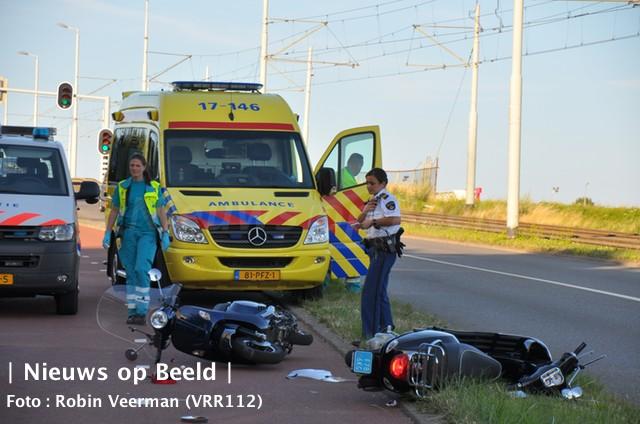 Twee gewonden na ongeval tussen twee scooters Groeninx van Zoelenlaan Rotterdam