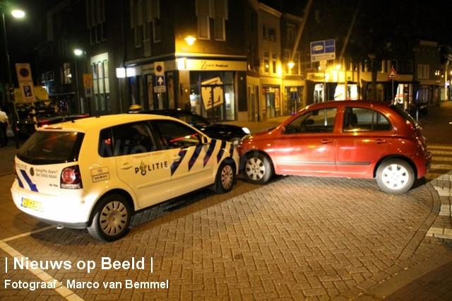 Politie rijdt voertuig klem na negeren stopteken Kleiwegplein Gouda