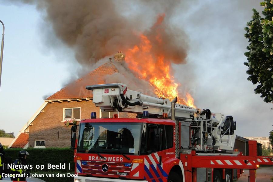 Uitslaande brand in woonboederij Stevensweg Dordrecht