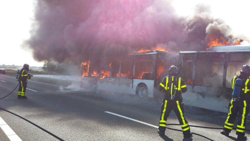 Felle brand in bus A29 Westmaas