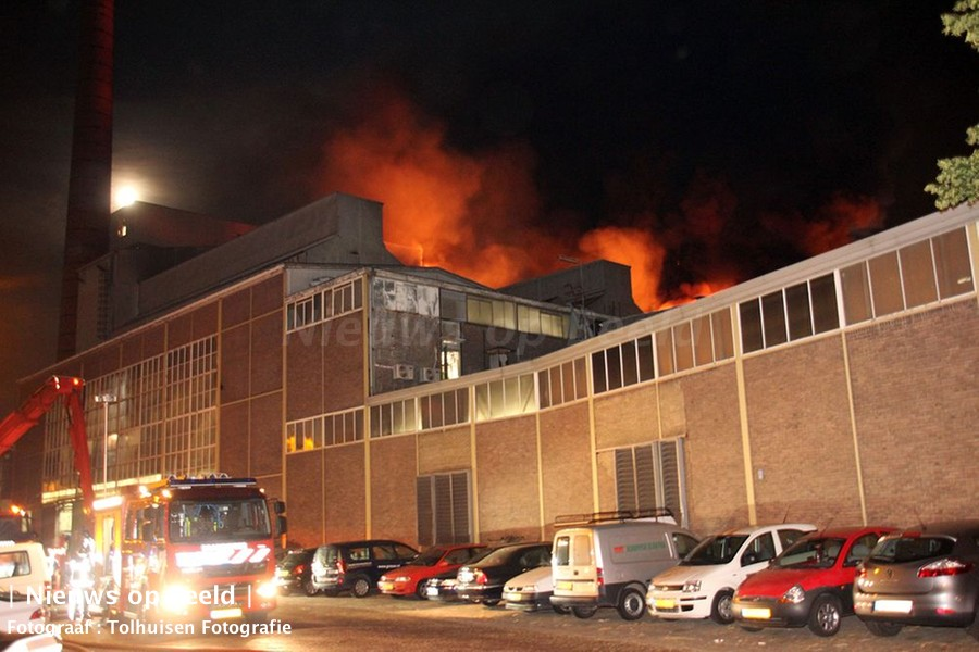 Uitslaande brand in glasfabriek Buitenhavenweg Schiedam (video)