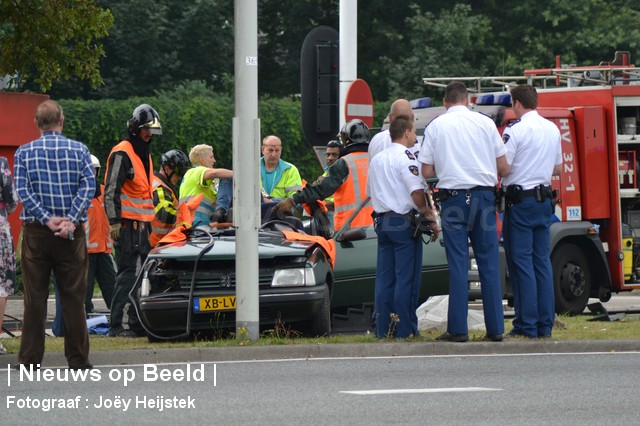 24-08-13-Hoofdweg-Capelle-Aanrijding-Beknelling02.jpg