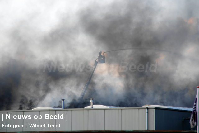 foto-wilbert-tintel-zeergrotebrand-achthovenerweg-leiderdorp-19-08-13-03.jpg