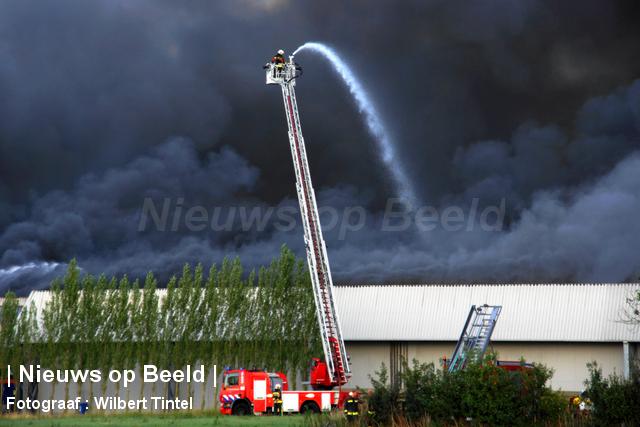 foto-wilbert-tintel-zeergrotebrand-achthovenerweg-leiderdorp-19-08-13-04.jpg