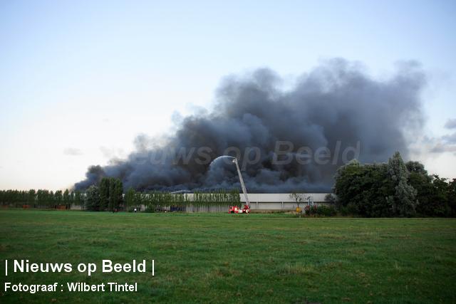 foto-wilbert-tintel-zeergrotebrand-achthovenerweg-leiderdorp-19-08-13-05.jpg