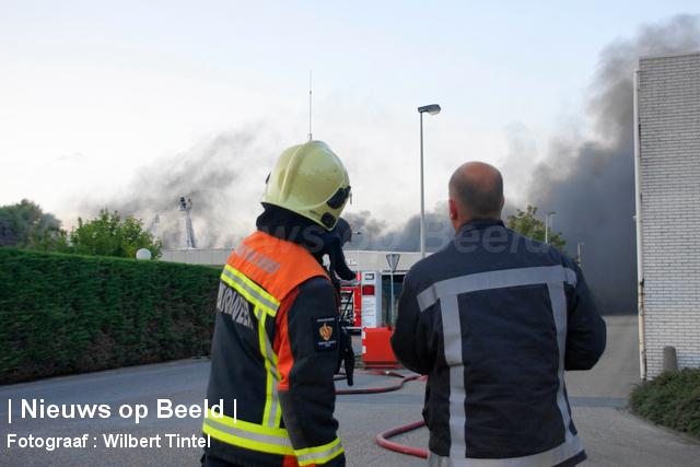 foto-wilbert-tintel-zeergrotebrand-achthovenerweg-leiderdorp-19-08-13-06.jpg