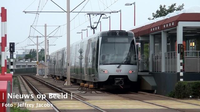 Politiemacht plukt minderjarigen uit metro Rotterdam Oosterflank