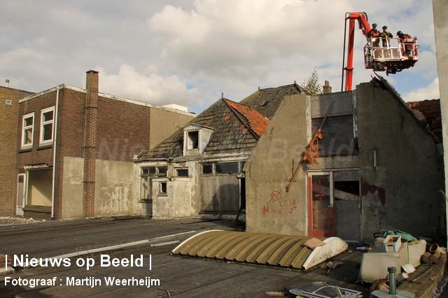 04-10-13-dak-ingestort-vlaardingen-BorderMaker-06.jpg