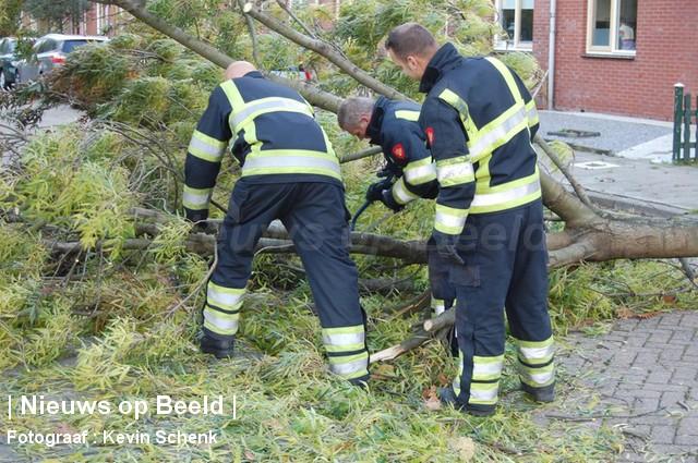 28-10-13-HenkMiliusstraat-Hoogvliet-Stormschade3