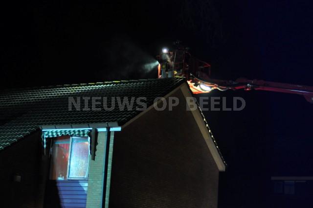 Brand in schoorsteen van woonhuis Baarsweg Hoogvliet