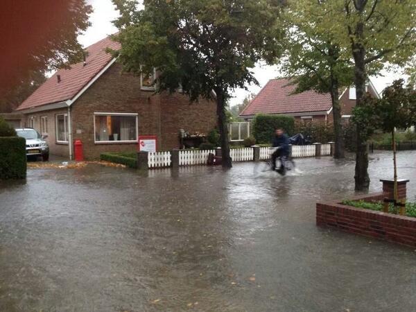 Ernstige regenval teistert vooral de Zuid Hollandse Eilanden met wateroverlast GRIP 2