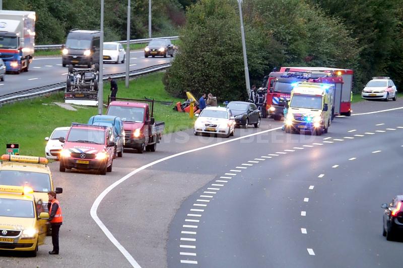 Vrouw uit auto geslingerd na ernstig ongeluk op de A16 Rotterdam