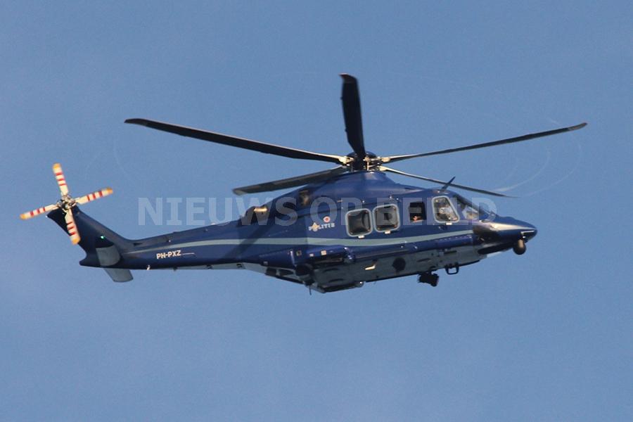 Politiehelikopter landt in park Maaswijk Spijkenisse