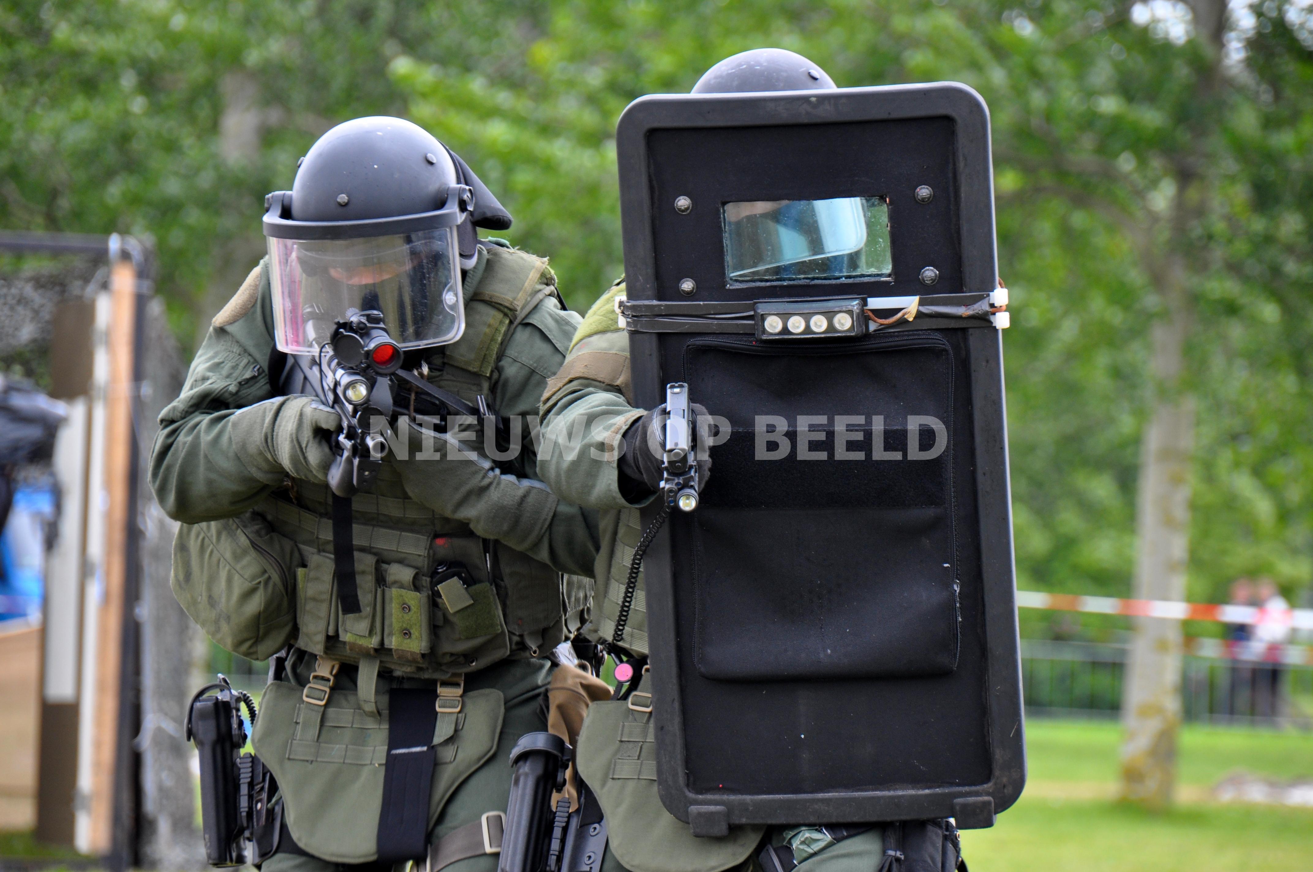 Speciaal opgeleide agenten gaan met machinegeweer surveilleren op straat