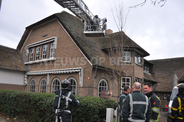 Brand op dak van restaurant door vuurpijl Groene Zoom Rotterdam