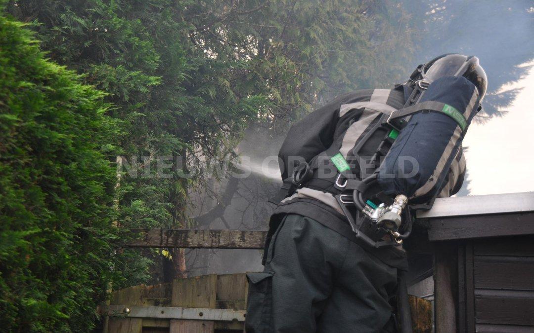 Jongeren steken heg en boom in de brand Sophoclesstraat Rotterdam