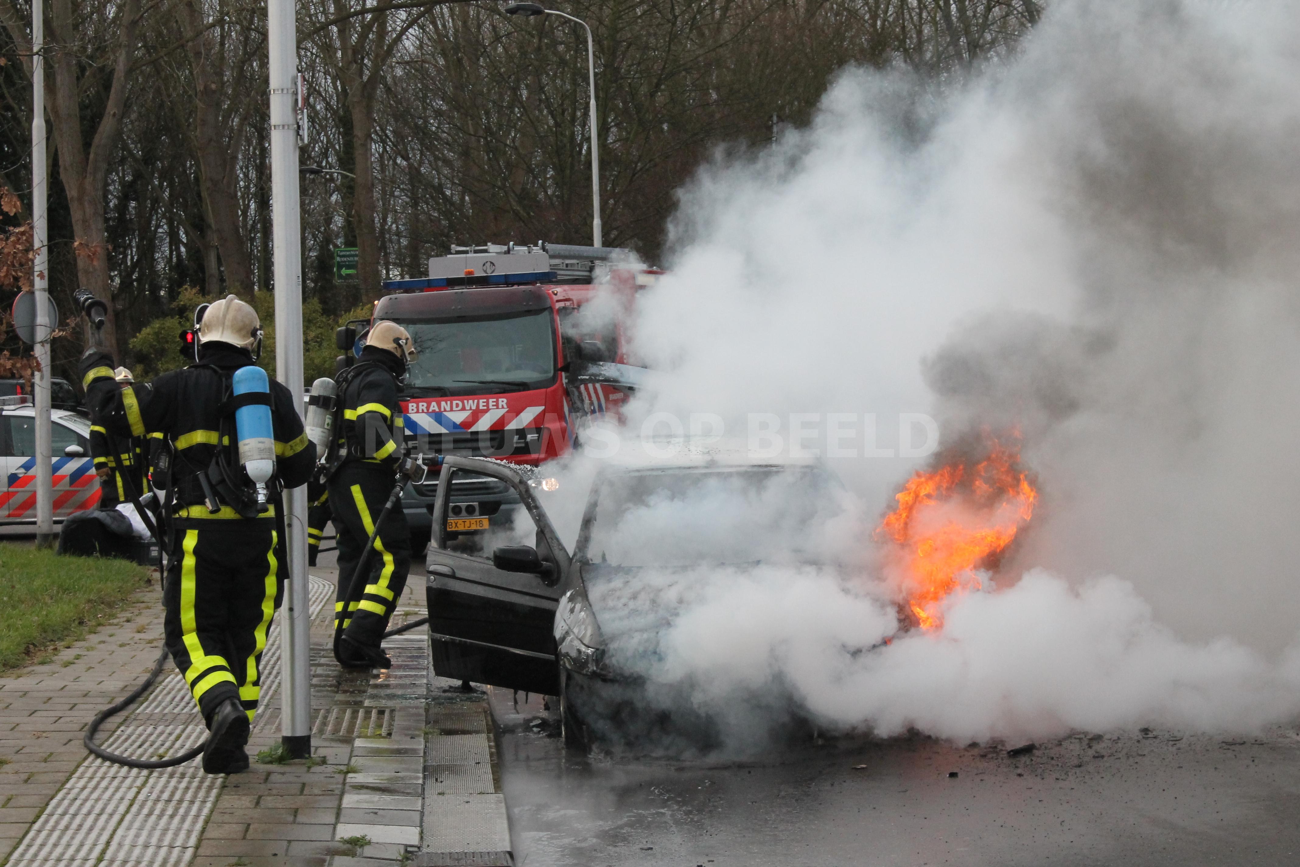 Voertuig in zijn geheel uitgebrand Staalweg Delft