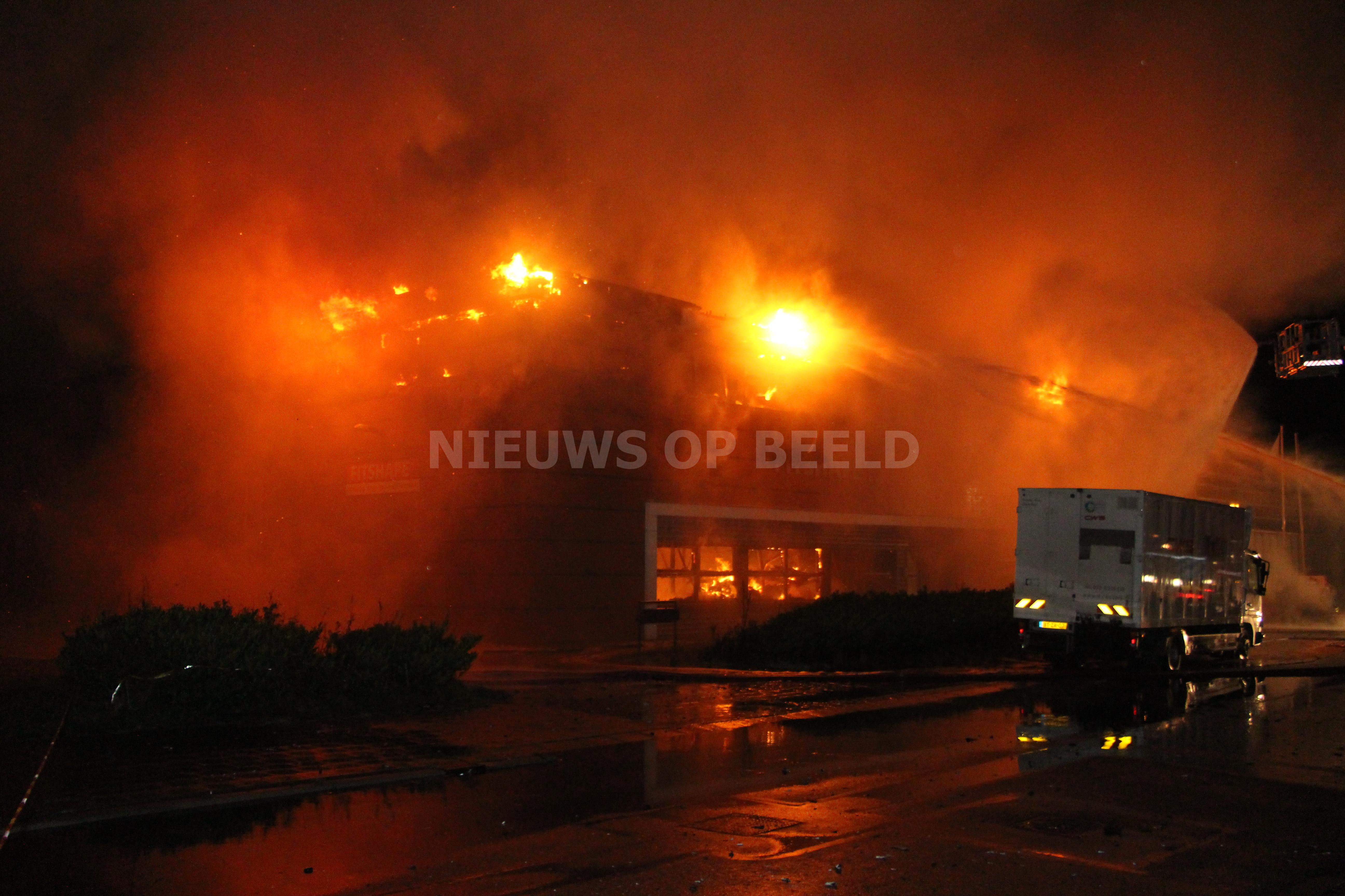 Zeer grote brand verwoest kantoorpand Klopperman Wateringen