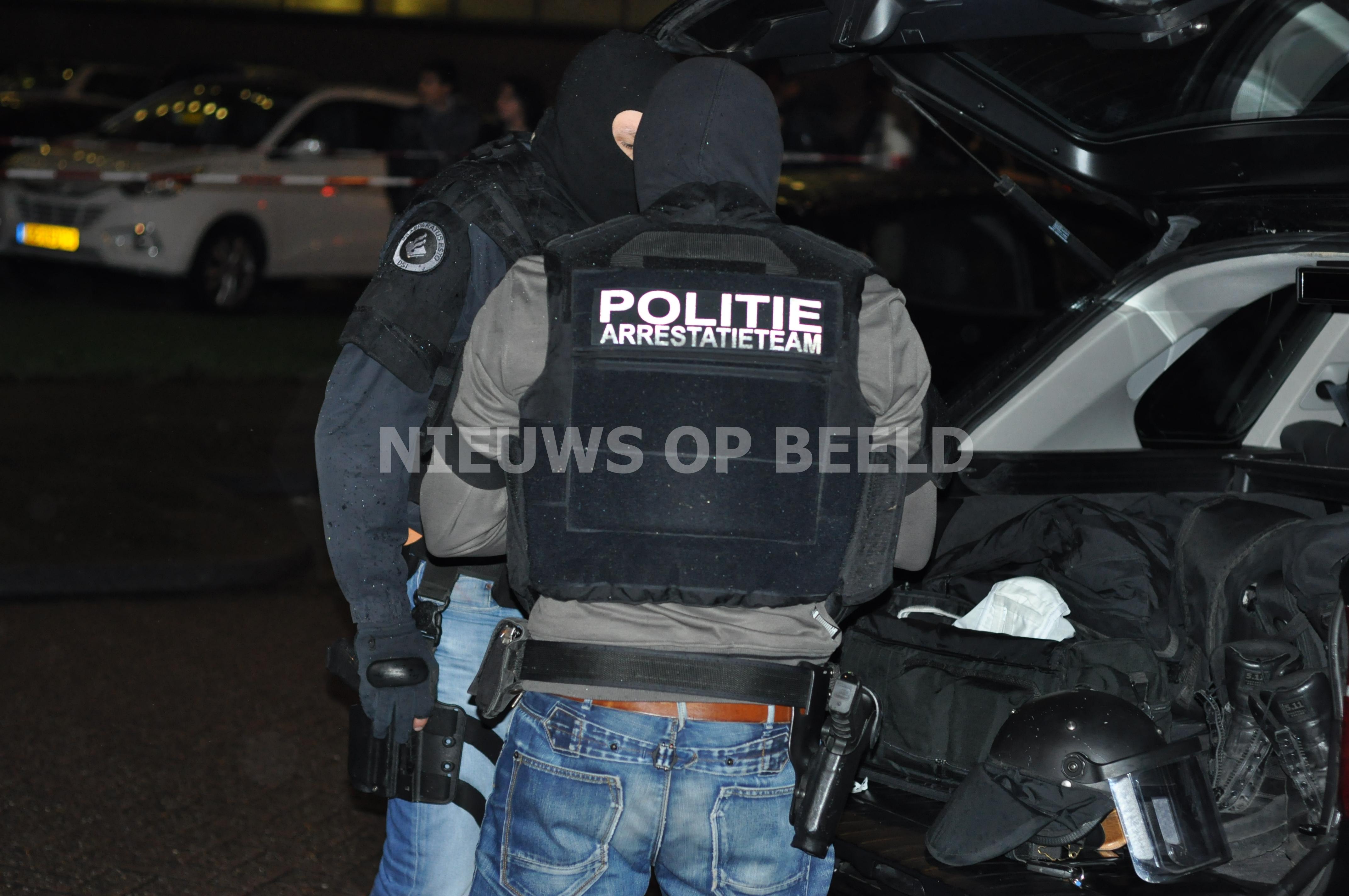 Man aangehouden door arrestatieteam voor dreiging met vuurwapen Klokbekerkreek Wassenaar