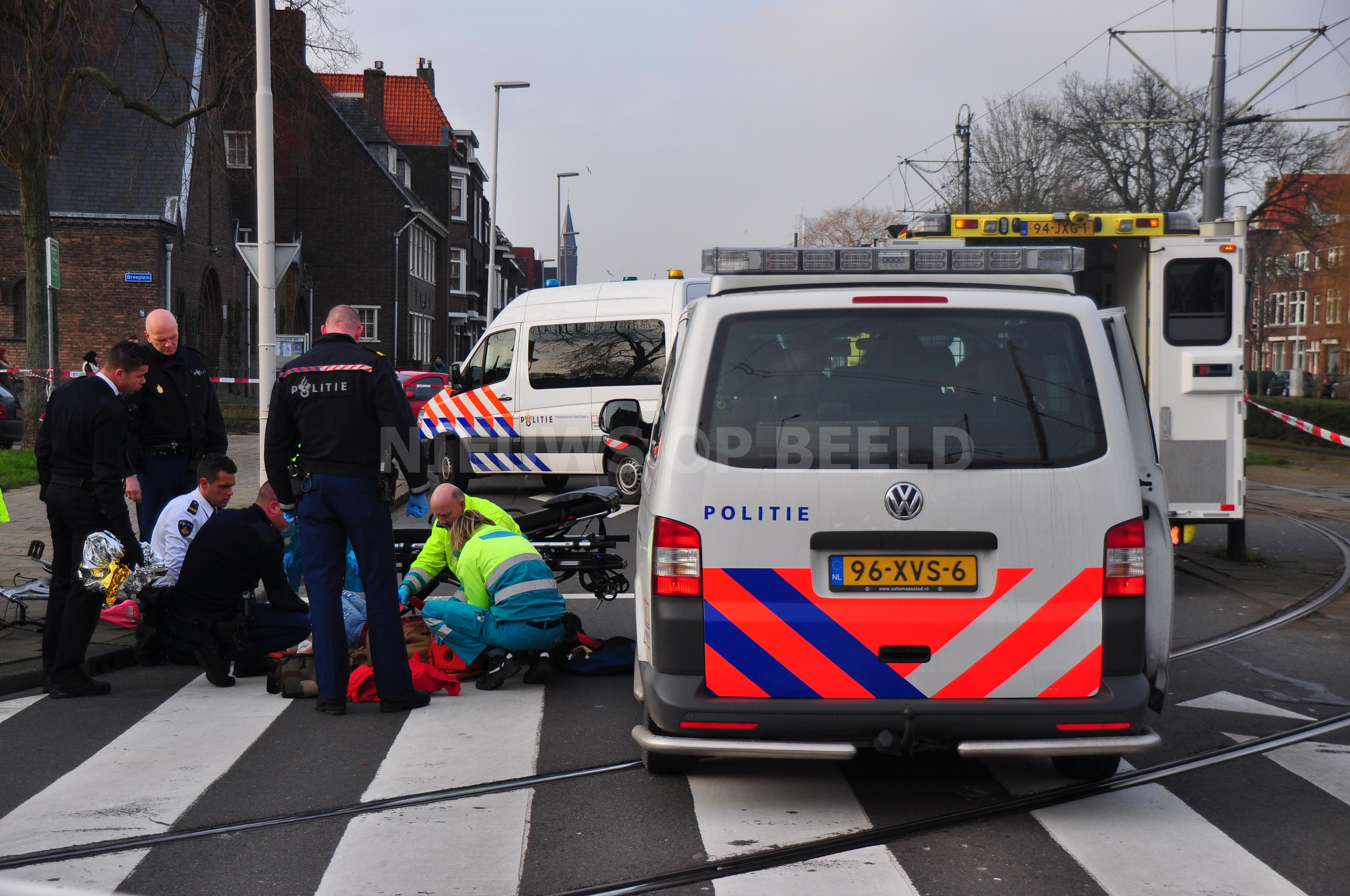 Fietser gewond na aanrijding met vrachtwagen Breeplein Rotterdam
