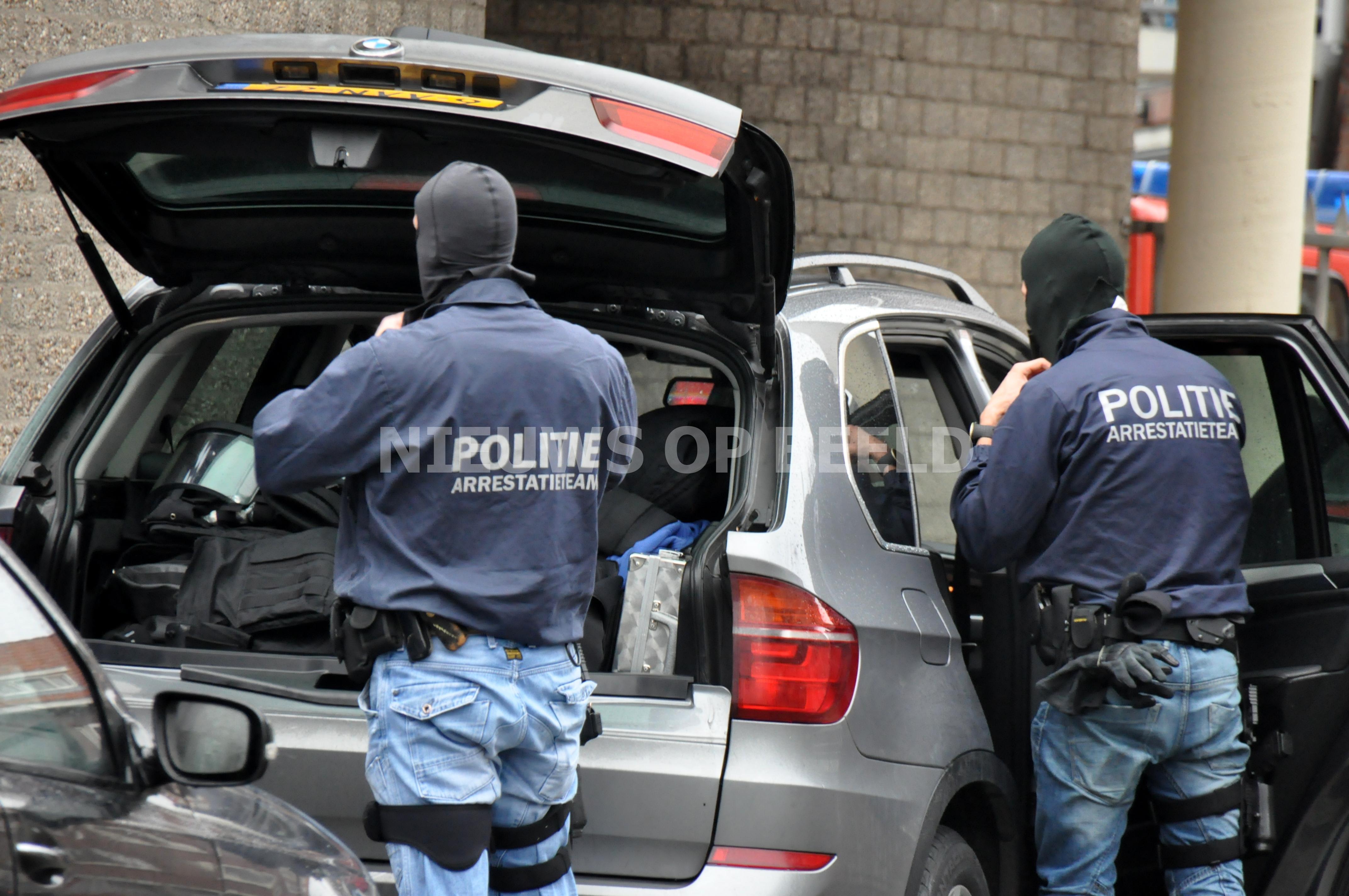 Inwoners van Tilburg door arrestatieteam aangehouden voor diefstal bij transportbedrijf Alblasserdam