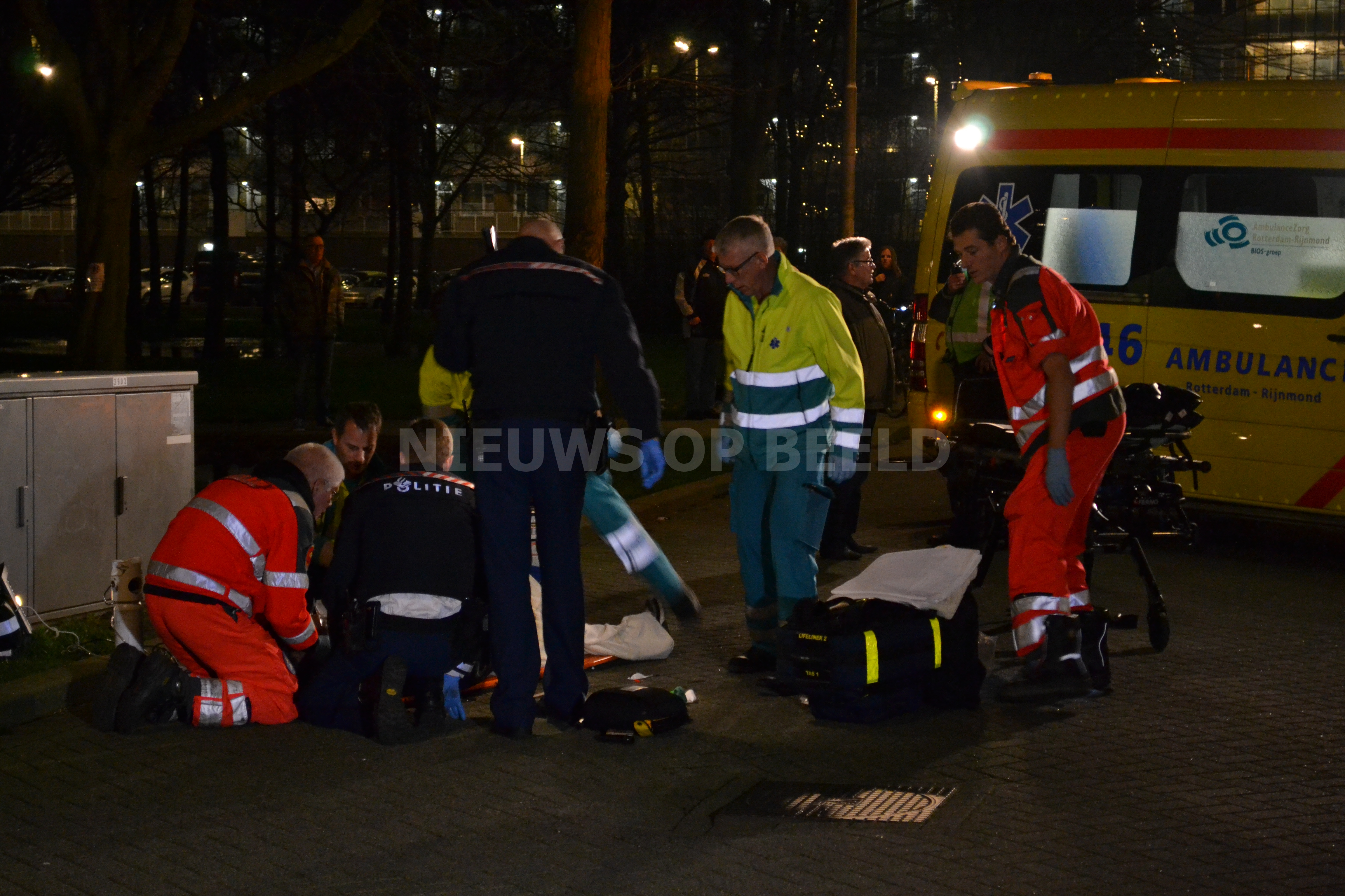 Automobilist laat slachtoffer zwaargewond achter na ongeval Kelloggplaats Rotterdam (video)