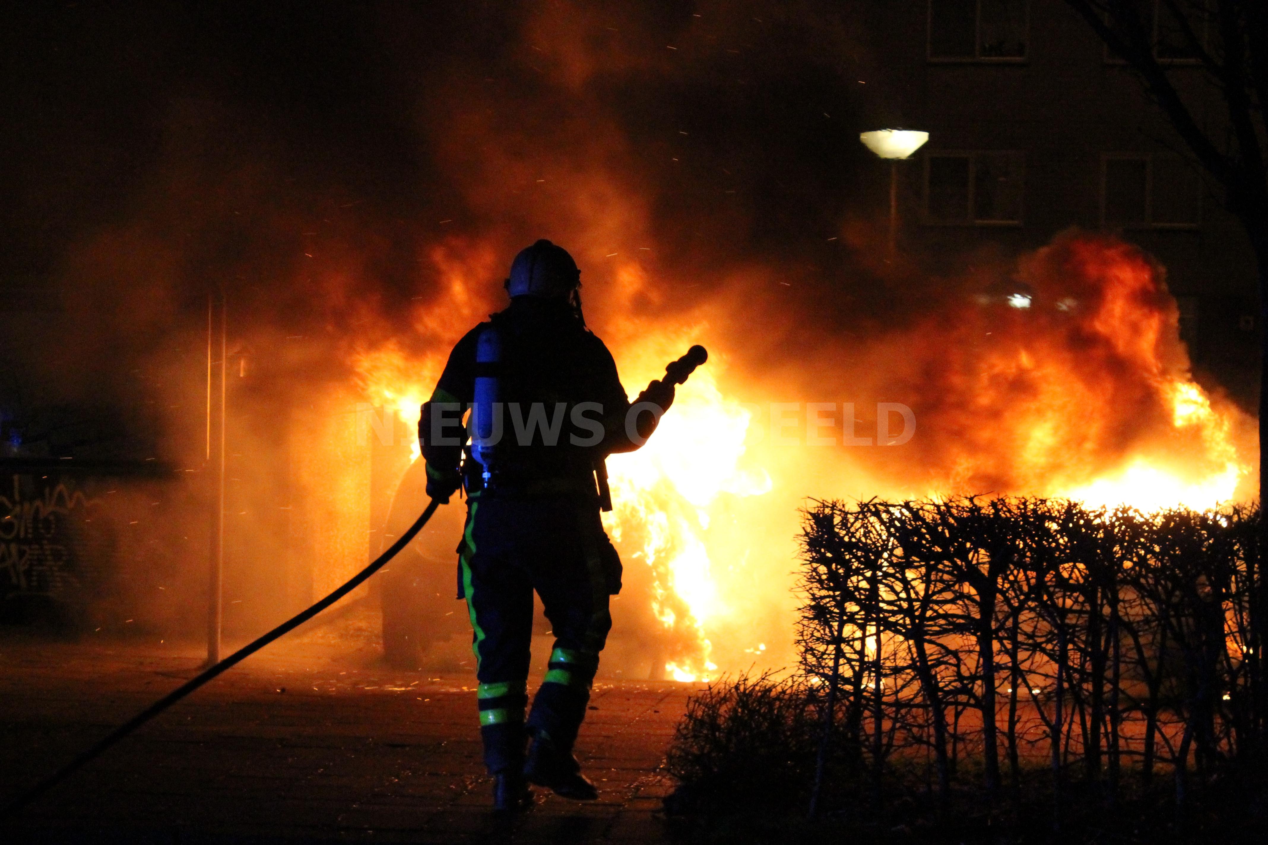 Meerdere auto's afgebrand door brandstichting nieuwjaarsnacht Zambezilaan Delft