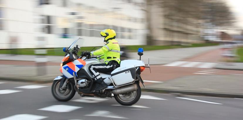 Motorrijder (25) overleden na ongeval met bestelbus N220 Maasdijk