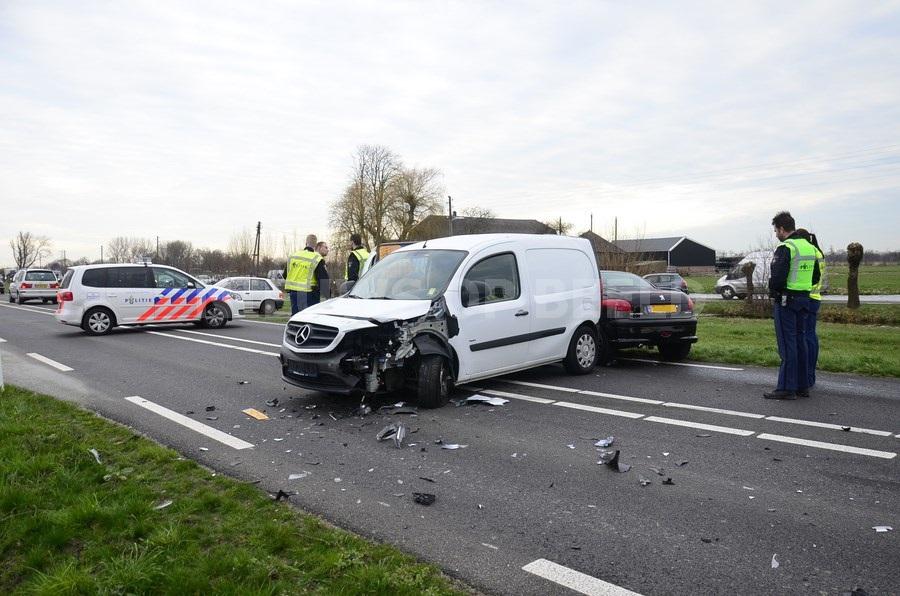 Bestuurder gewond na aanrijding met vier voertuigen Goudseweg Stolwijk