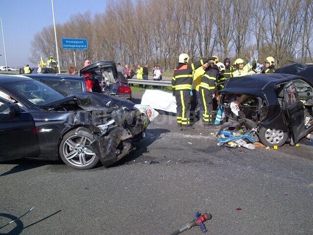 Dertien gewonden na aanrijding A29 Willemstad