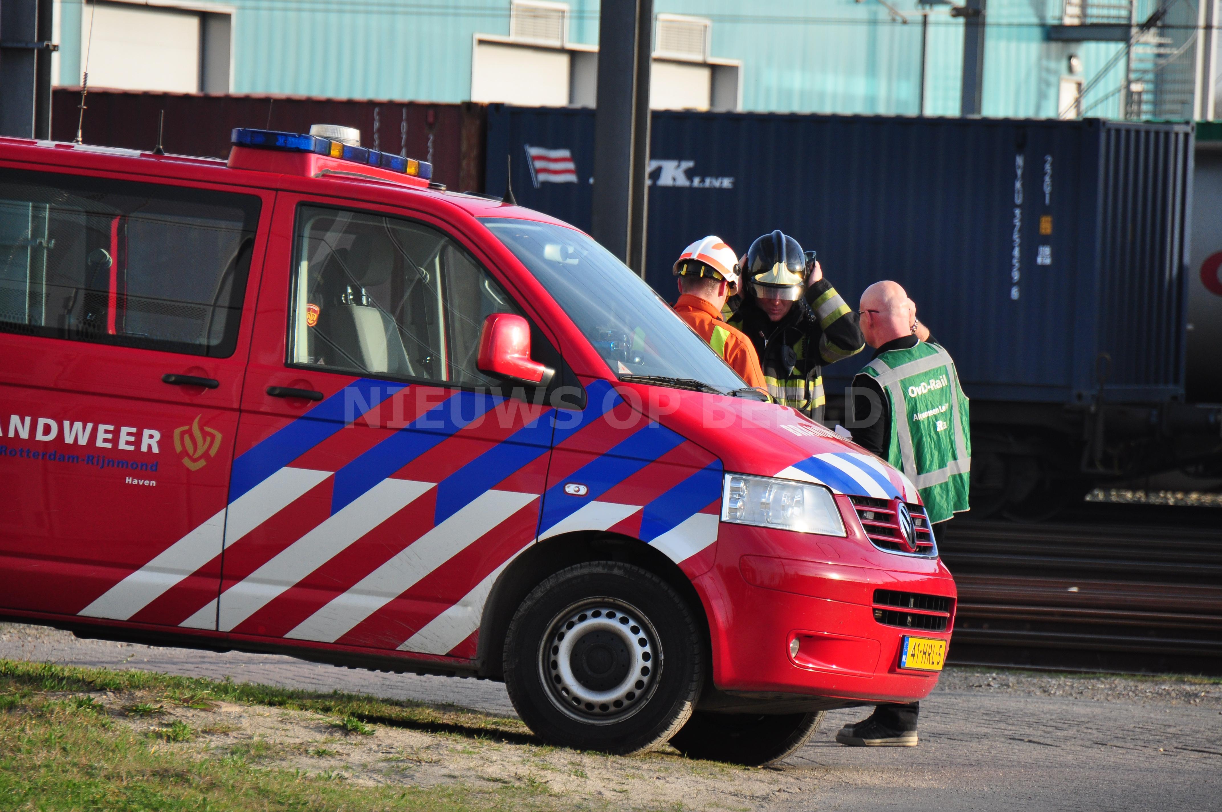 Hulpdiensten rukken uit voor lekkage van treinwagon Albert Plesmanweg Rotterdam