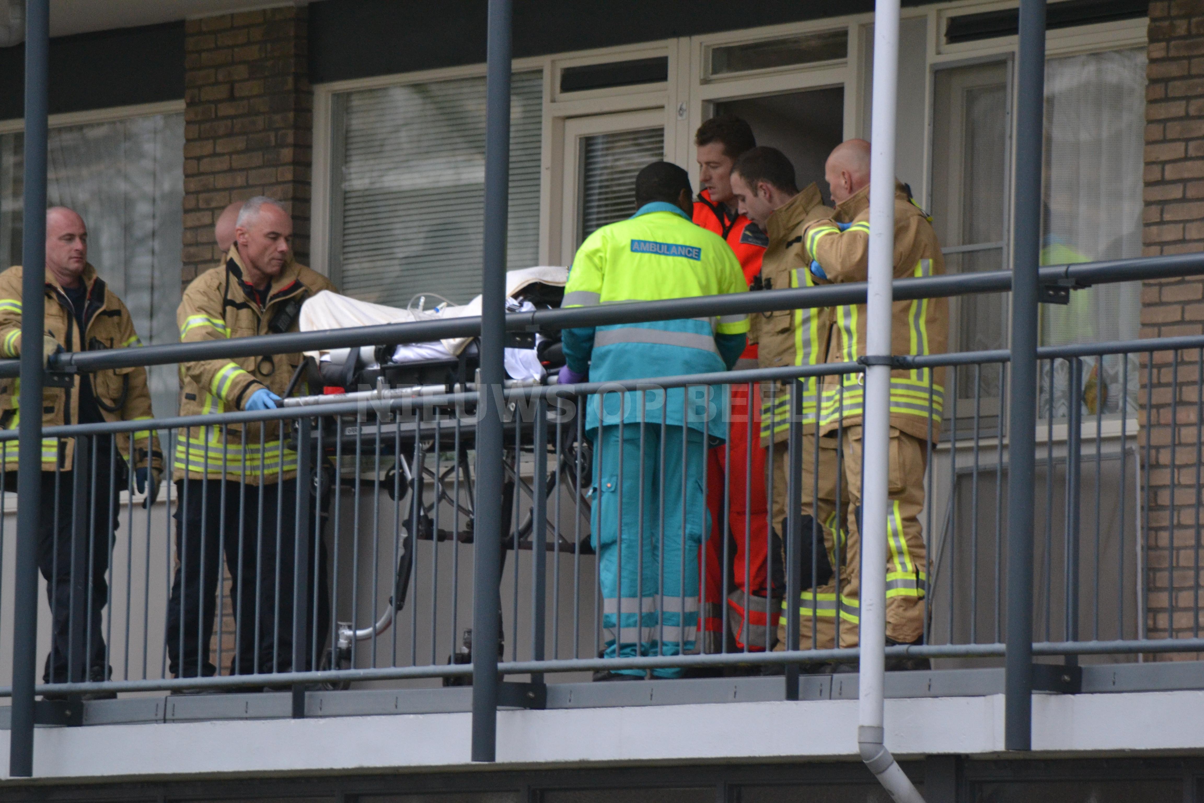 Man in kritieke toestand naar het ziekenhuis na uitdroging Madernastraat Rotterdam