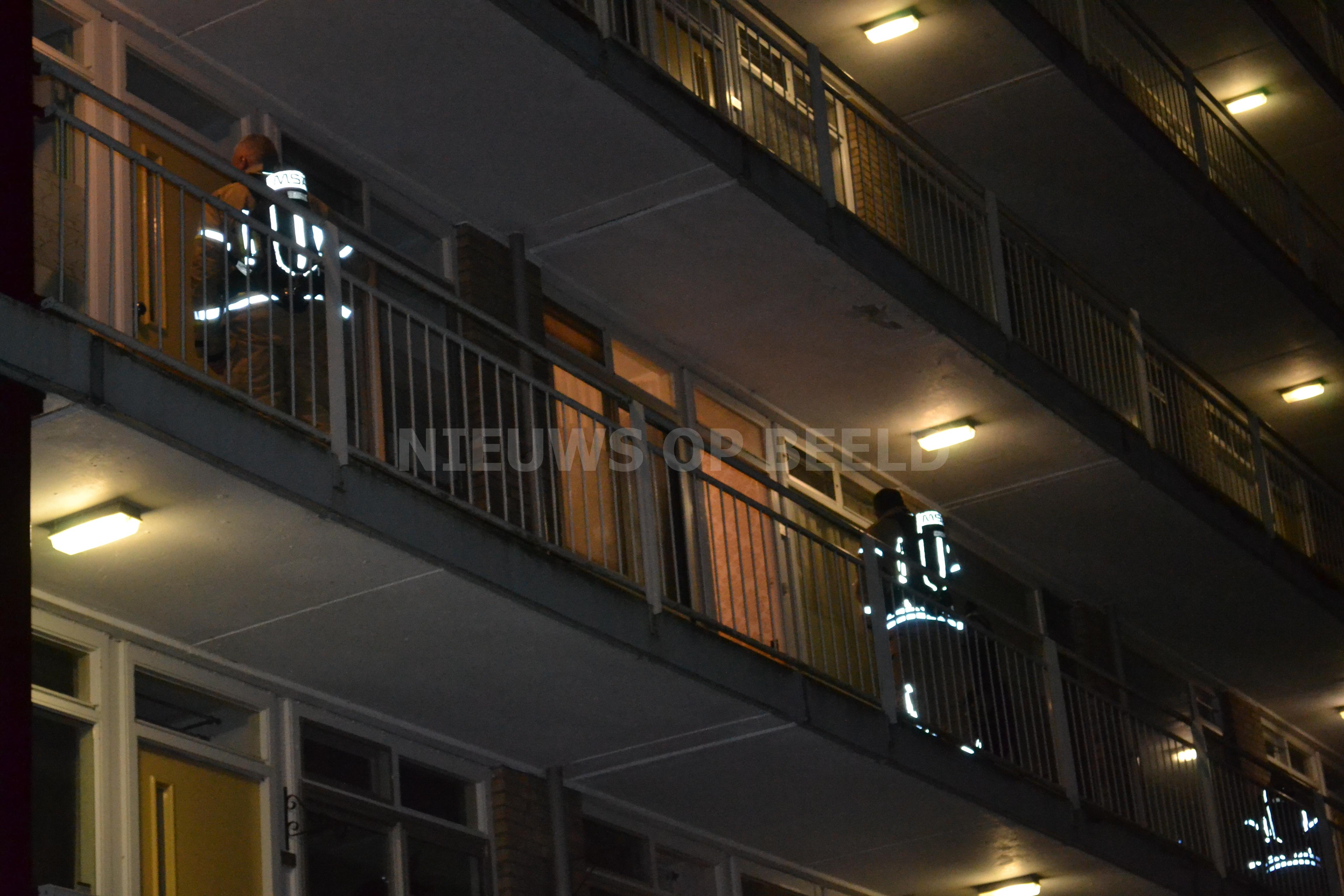 Brandweer onderzoekt vreemde lucht in meerdere woningen Springerstraat Rotterdam