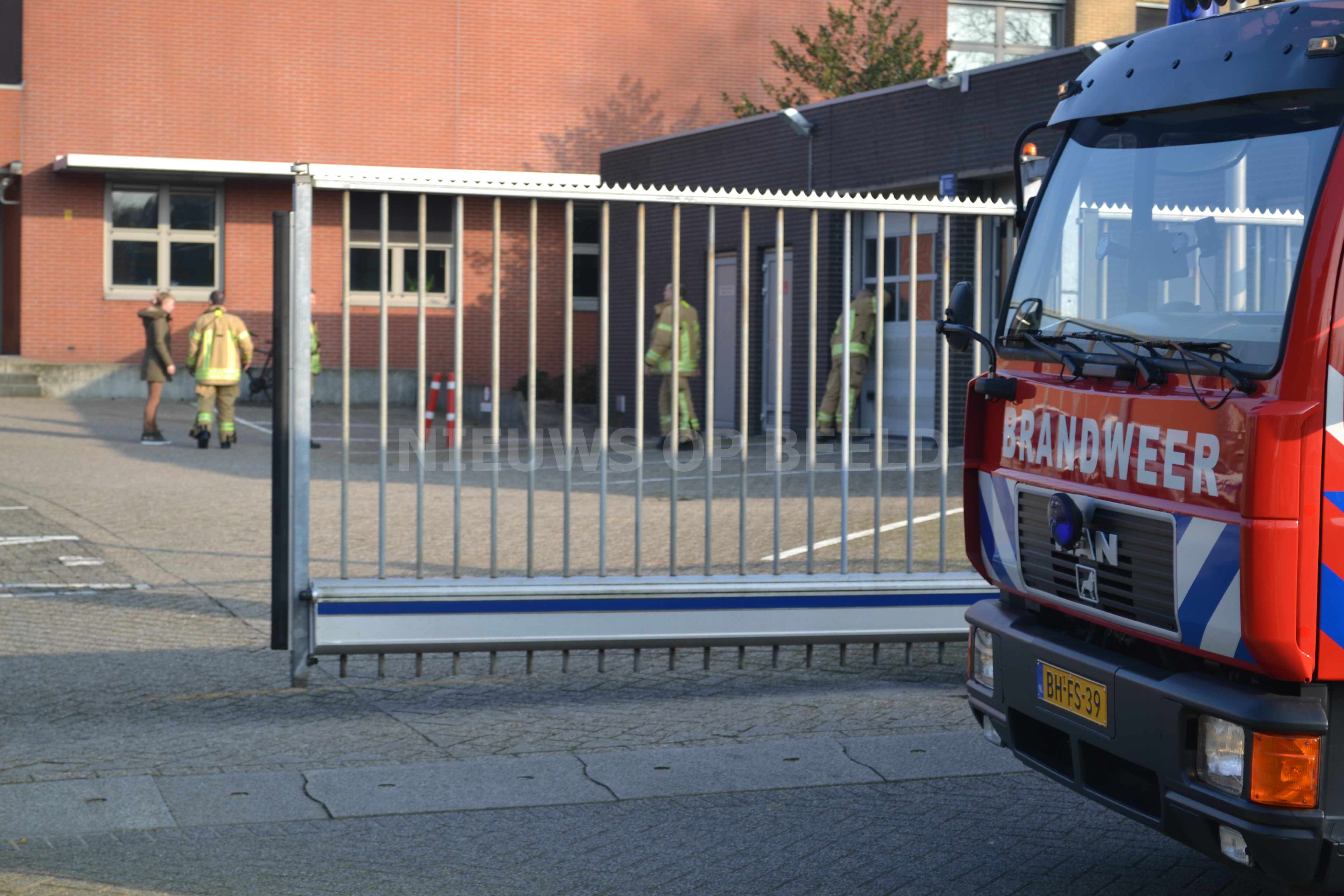 Alarm op politiebureau houdt politie bezig Dr J.J.P. Oudsingel Rotterdam